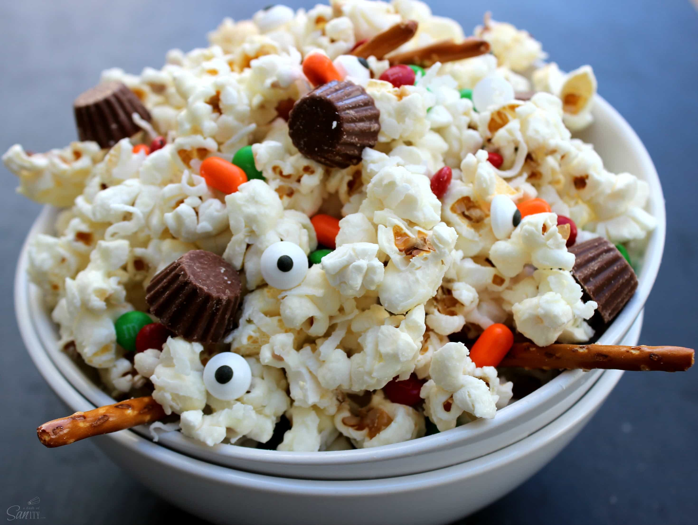 This Deconstructed Snowman Popcorn is such a fun and festive snack to make for your kids as an after school or holiday party treat.