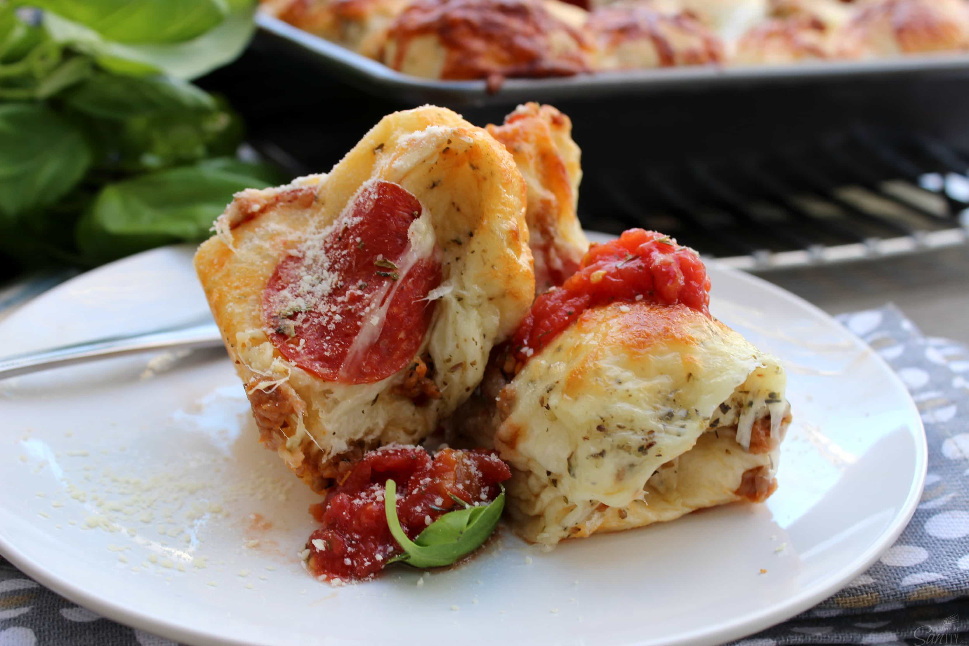 Pull Apart Pizza Bites are a quick, easy, and delicious meal to serve as a dinner or appetizer. Dress with the toppings you like from your favorite pizza.