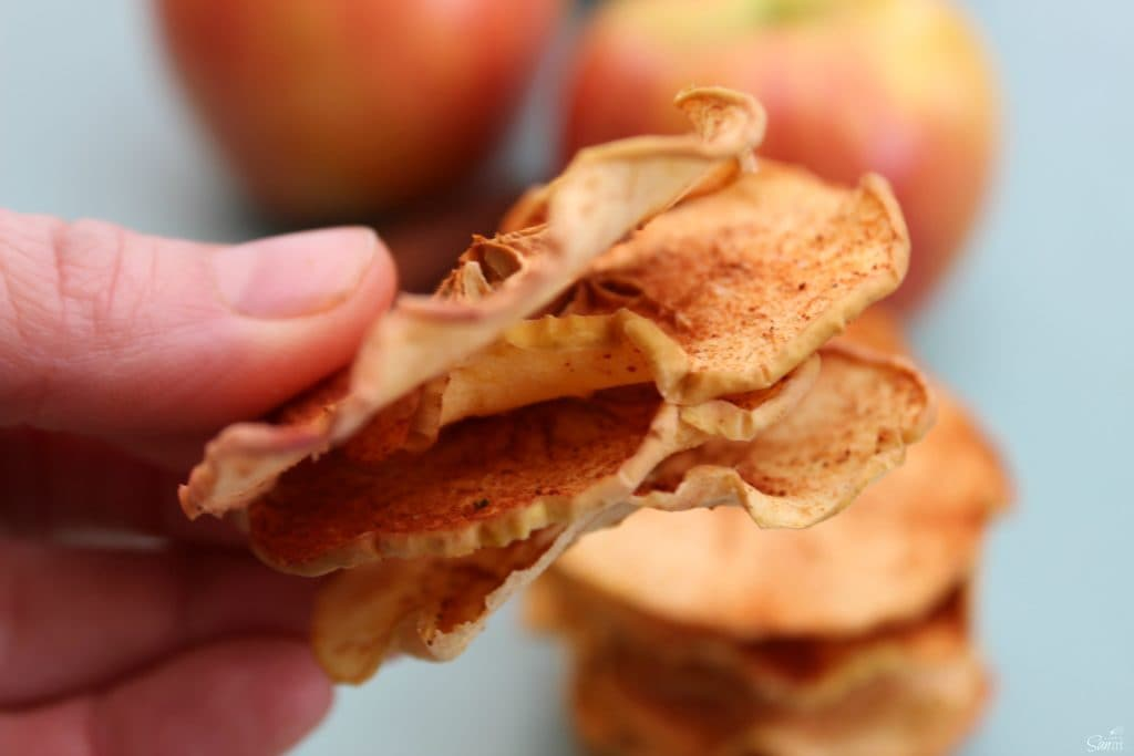 BAKED CINNAMON SUGAR APPLE SLICES are a perfect snack. Honey crisp apples.