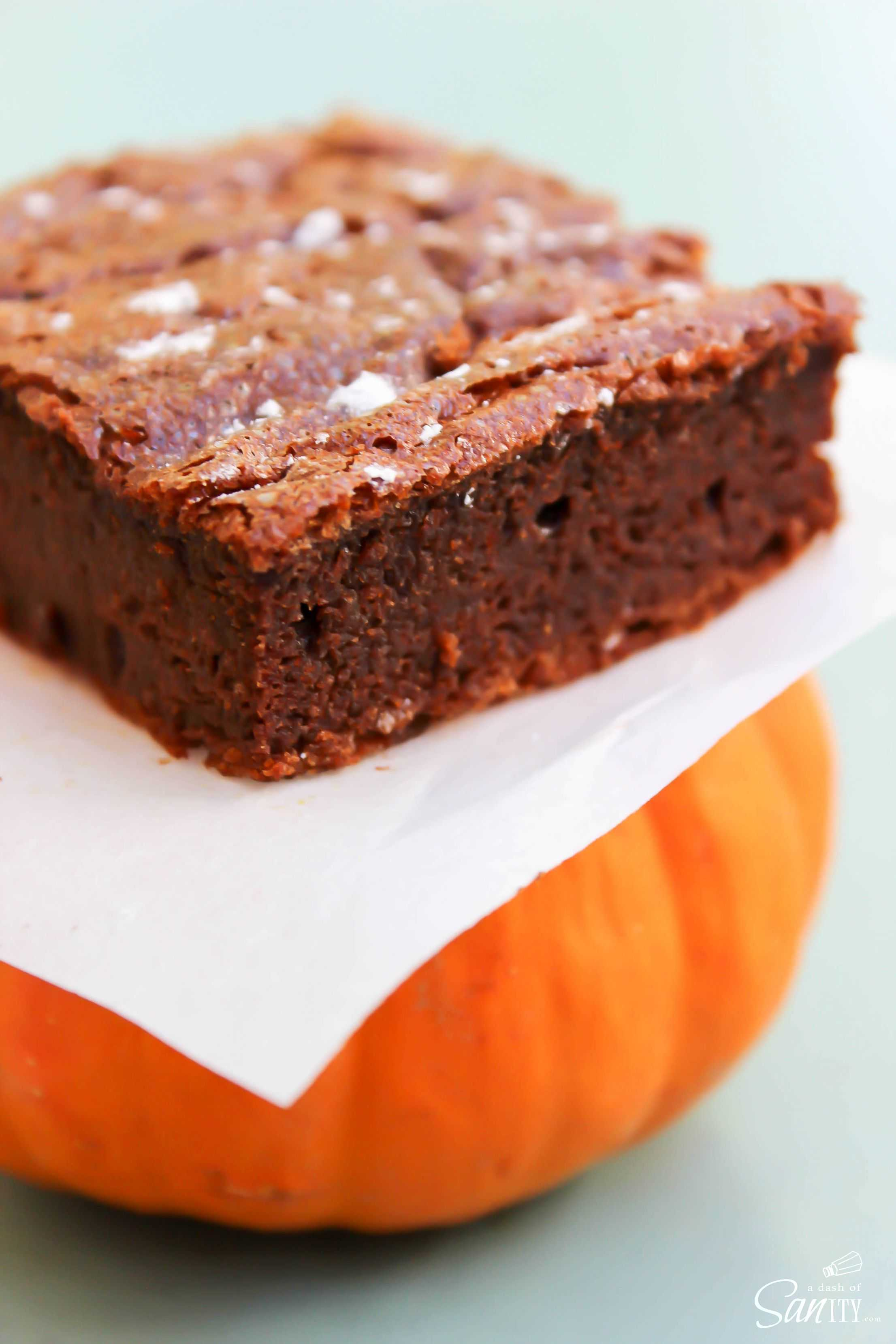 4-Ingredient Pumpkin Nutella Brownies are Nutella, chocolate, & pumpkin heaven. Forget the flour, you don't need it. Whip up a batch for pure fall bliss.