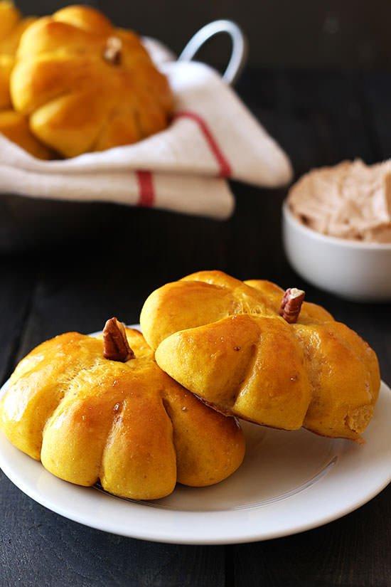 Pumpkin-Bread-Rolls-07
