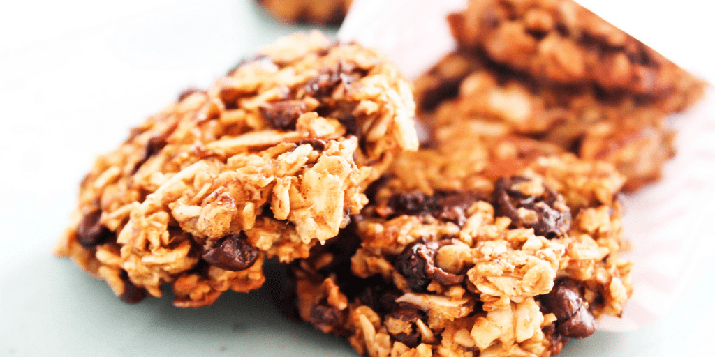 Pumpkin Oat Breakfast Cookies are a fall inspired, grab-and-go healthy cookie. It's like a mini-pumpkin pie, ideal for breakfast or an anytime of day snack. pumpkin-oat-breafkast-cookies-twitter