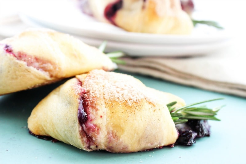 berries-brie-crescent-rolls-serve
