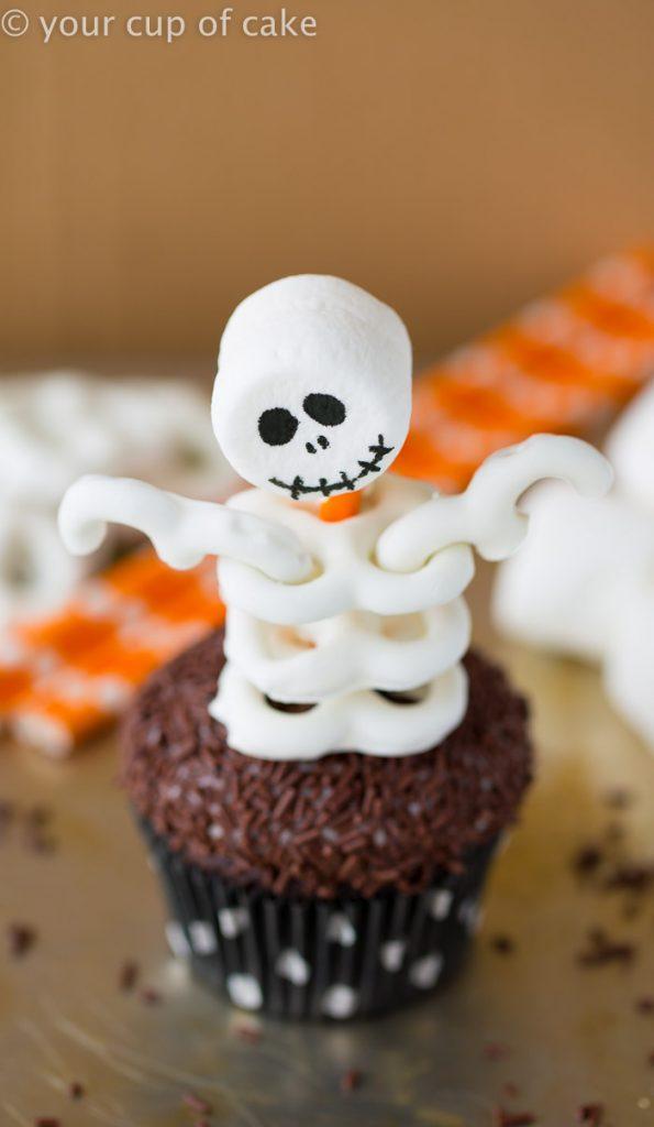 spooky-skeleton-cupcake