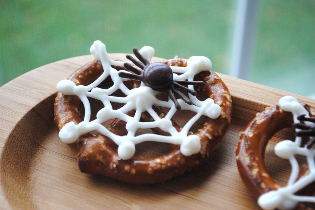 spider-and-web-pretzels