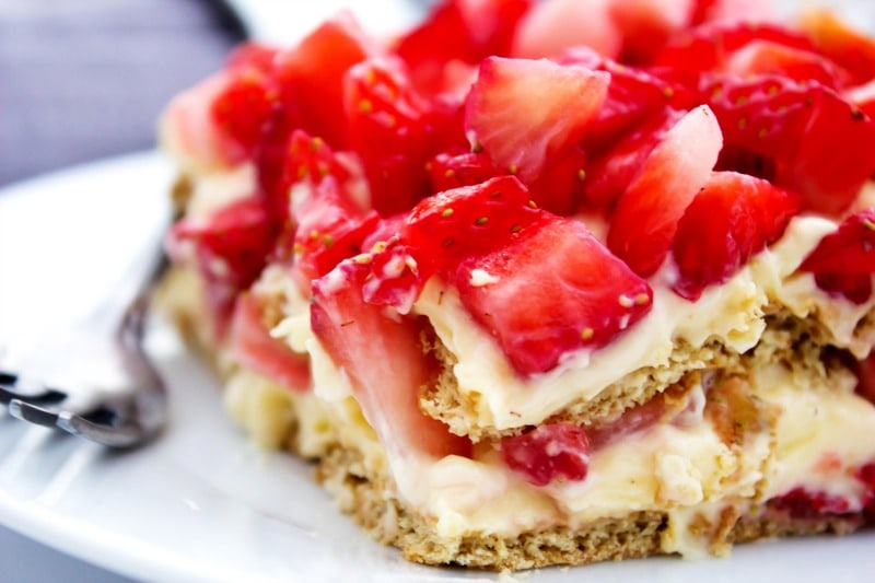 no-bake-strawberry-cheesecake-ice-box-cake-view