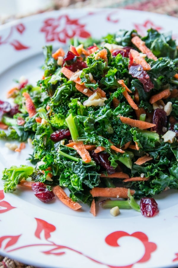 SIMPLY DELICIOUS KALE SALAD WITH LEMON VINAIGRETTE