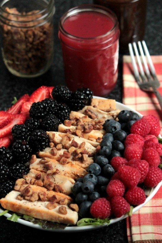 GRILLED CHICKEN SUMMER BERRY SALAD