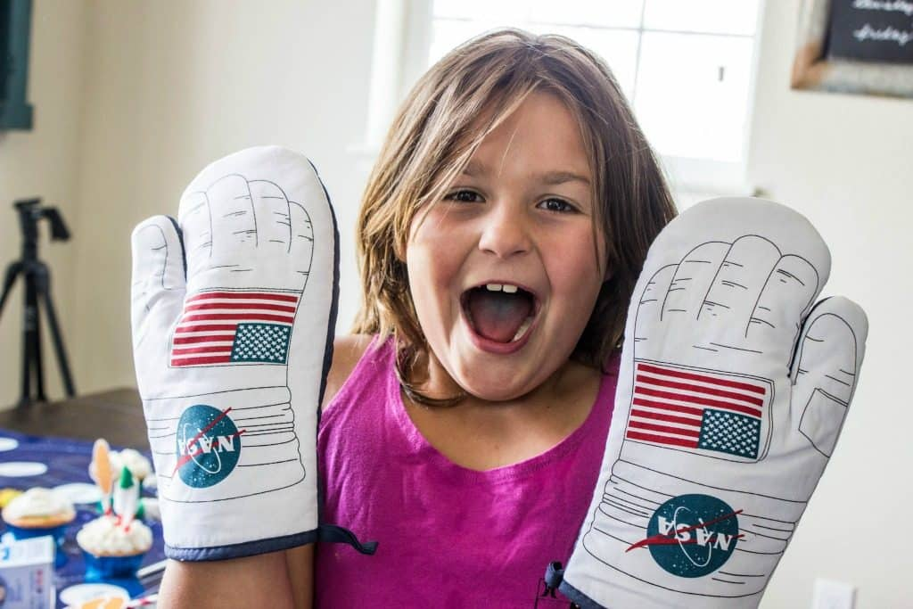 EASY ROCKET CUPCAKES NASA Oven mits, cupcakes on gauzy themed table in back