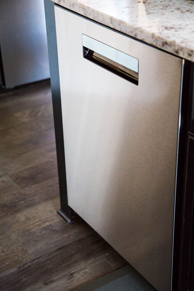 photo of front of the stainless steel dishwasher