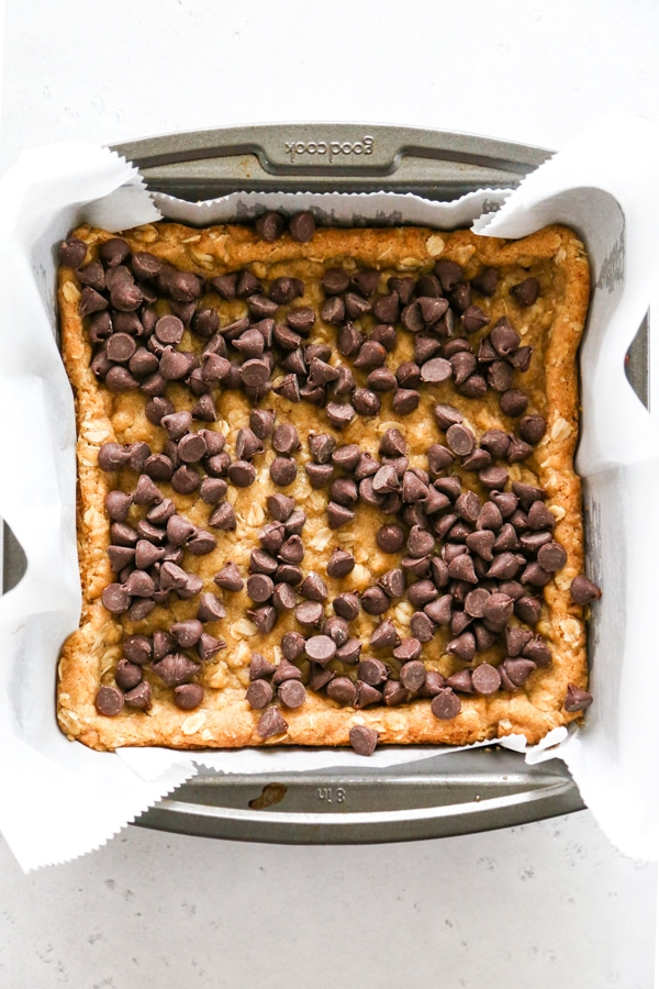 the chocolate chips sprinkled over the top of the crust.